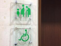 当ビル1階の多目的トイレ